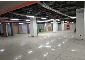 青秀区仙葫大道维也纳地下商场1800平米仓库招租,也可办公