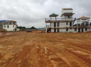南宁周边15亩工业用地出租或转让,场地内有1栋办公楼和1栋宿舍楼
